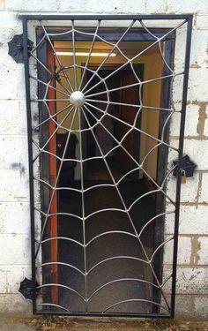 Grade para porta com teia de aranha