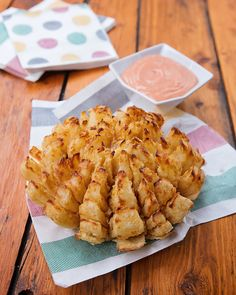 Blooming Onion - If you love Outback Steakhouse's Bloomin' Onion® or Lone Star Steakhouse's Texas Rose, you'll love this recipe for a Blooming Onion made in your air fryer! The only trick is how to cut it, but I've got you covered with photos below. Blooming Onion Recipes, Blue Jeans, Blue Jean Chef, Bloomin Onion, Air Fryer Recipes Easy, Outback Steakhouse, Texas, Cooking Recipes, Healthy Recipes