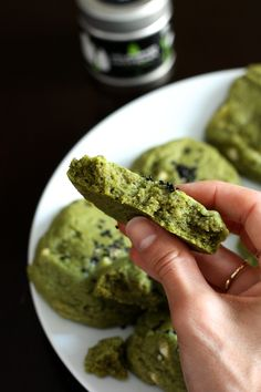 Matcha and white chocolate cookies http://blogs.cotemaison.fr/cuisine-en-scene/2014/07/16/cookies-moelleux-au-the-matcha-et-chocolat-blanc/