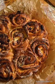 Melci cu branza | Savori Urbane Bread And Pastries, Cinnamon Rolls, Shrimp, Ice Cream, Beef, Food, Heavenly, Cake, Sweets