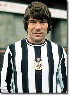 Newcastle striker Malcolm Macdonald - from a time when we were crap but he was… Football Icon, Retro Football, World Football, Soccer World, Football Players, Soccer Stars, Sports Stars, Leeds United Players, Malcolm Macdonald