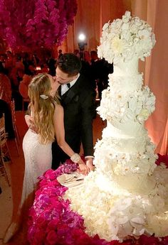 Sofia Vergara shared a pic on Nov. of herself kissing her new husband, Joe Manganiello, next to their luxe wedding cake. Luxe Wedding, Wedding Gowns, Wedding Cakes, Dream Wedding, Wedding Day, Wedding Shit, Fantasy Wedding, Wedding Attire, Wedding Bouquet