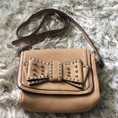 Cute brad new handbag Studded bow gold, never used Bags Mini Bags