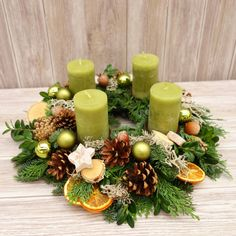 This naturally decorated advent wreath made of fresh fir, juniper and book . - This naturally decorated Advent wreath made of fresh fir, juniper and boxwood is hand-tied and bring - Christmas Advent Wreath, Xmas Wreaths, Christmas Candles, Easter Wreaths, Christmas Crafts, Christmas Decorations, Table Decorations, Diy Wreath, Diy Spring Wreath