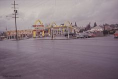 1964_view-of-mcdonalds-at-southeast-corner-of-se-29th-ave-and-se-powell-blvd-vz-413-64_a2011-013.jpg 2,400×1,611 pixels