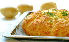 Home-Made Potato and Cheese Bread: Your family won't be able to resist the tempting aroma of this flavour-filled, home-baked bread. Yeast Bread Recipes, Baking Recipes, Potato Recipes, Braai Recipes, Vegetarian Recipes, Breakfast Recipes, Dessert Recipes, Dessert Ideas, Desserts