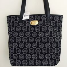 """NEW WITH TAG MICHAEL KORS MALIBU LG SN TOTE STYLE 38S5CMBT3C  -Black Canvas with white print  -LEATHER handles  -APPROX SIZE: 15""""L X 12"""" HX 4""""D  -Bottom approx size 13""""L  -SHOULDER STRAP DROP APPROX 10""""  -Michael Kors Signature LEATHER patch inside  -Michael Kors gold signature plate on front  -LINED WITH MK fabric  -1 SLIP POCKET INSIDE  -1 zip pocket inside  -Polished gold HARDWARE  -Snap top  -Platform bottom  -MSRP: $198  ⭐️TOP RATED SELLER  FAST SHIPPER NEXT DAY SHIPPING  ❌NO TRADE ❌NO…"""