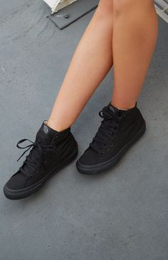 f497f0c7dd Vans Sneakers Decon Black Must haves 😍. Jennifer Ayala · Sk8 Hi Vans