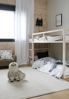 #kidsroomideas #kurabed #ikeakura #boysroomdecor #kerrossänky #diybunkbeds #bunkbeds Ikea Bunk Bed, Ikea Kura Hack, Loft Bunk Beds, Kids Bunk Beds, Ikea Toddler Bed, Ikea Kids Bed, Toddler Rooms, Scandinavian Bunk Beds, Scandinavian Style