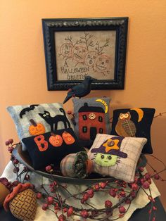 Halloween bowl fillers made by Dianna Alger Halloween Felt, Halloween Stuff, Applique Pillows, Wool Applique, Sewing Ideas, Sewing Crafts, Halloween Sewing Projects, Wooly Bully, Halloween Greetings