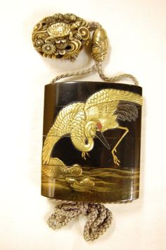 Japanese inro (3 case). Crane (front), island and three Chinese children (back). Made of lacquered wood (black), gold