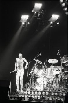 Freddie Mercury and Queen perform at the Oakland Coliseum Arena on Sept. Photo: Eric Luse, The Chronicle 1982 Mary Austin Freddie Mercury, Queen Freddie Mercury, Oakland Coliseum, Roger Taylor, Queen Photos, Civil War Photos, Queen Band, Killer Queen, Rms Titanic