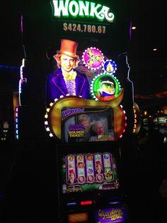 How many slot machines on carnival horizon