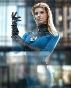 Cosplay Costumes, Halloween Costumes, Invisible Woman, Live Model, Marvel Cosplay, Sleek Hairstyles, Comics Universe, Fantastic Four, Leather Gloves