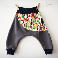 She loves cats! So when I saw the cat skirt pattern in Ottobre, of course I had to make it for her. Sewing For Kids, Sewing Ideas, Baby Tie, Knitted Fabric, Gym Shorts Womens, Ballerinas, Knitting, Cats, Pirates