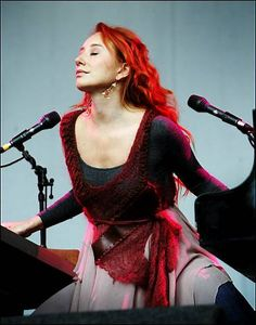 Tori Amos. My all time favorite vocalist. Beautiful voice, deep self-written songs and amazing piano playing... And she's no stranger to dual-pianoing, which is quite something!