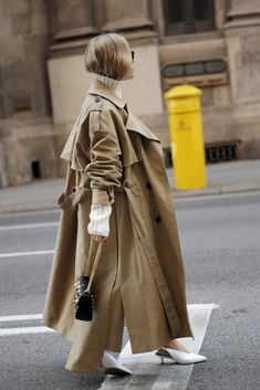 Trench Coat Outfit For Spring Trendy Outfits, Fashion Outfits, Fashion Trends, Fashion Boots, Burberry Trenchcoat, Trench Coat Outfit, Best Street Style, Mode Ootd, Fashion Weeks