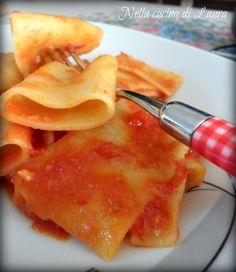 Paccheri al pomodoro e profumo di alici