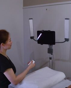 A portable lighting solution for Esthetician. Do you want to demonstrate and record your skills at the same time? Massage Room Decor, Spa Room Decor, Beauty Room Decor, Beauty Salon Decor, Beauty Salon Interior, Spa Room Ideas Estheticians, Esthetician Supplies, Facial Room, Esthetics Room