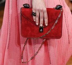 Catalogo borse Valentino Primavera Estate 2017 - Shoulder bag rossa Valentino