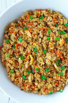 Salmon Fried Rice, Salmon Stir Fry, Garlic Fried Rice, Salmon And Rice, Garlic Salmon, Spicy Salmon, Asian Seafood Recipe, Seafood Recipes, Chicke Recipes