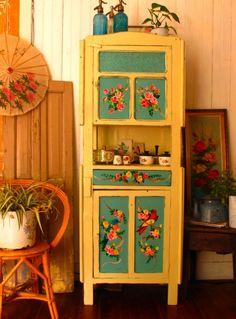 Funky Furniture for Home and Garden Hand Painted Furniture, Funky Furniture, Upcycled Furniture, Furniture Upholstery, Furniture Design, Deco Retro, Deco Addict, Deco Boheme, Retro Home Decor