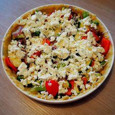 Maailman paras piirakkapohja (vain kolme ainesosaa) + Kasvisfetapiirakka - Frutti Di Mutsi Cobb Salad, Grains, Rice, Food, Red Peppers, Essen, Meals, Seeds, Yemek