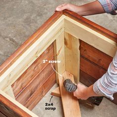 A modern planter like this is super simple to build. And it'll last a long, long time because there's no soil-to-wood contact—and therefore no rot. Wooden Planter Boxes Diy, Planter Box Plans, Wooden Garden Planters, Wooden Diy, Wooden Flower Boxes, Square Planter Boxes, Wood Pallet Planters, Wood Boxes, Diy Planters Outdoor