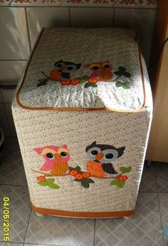 Capa para lavadora de roupas 8kg                                                                                                                                                                                 Mais Fun Crafts, Diy And Crafts, Washing Machine Cover, Baby Life Hacks, Sewing Projects, Projects To Try, Appliance Covers, Love Sewing, Decoration