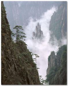 The Buddha's Fingers, Huangshan, Anhui province, China: Photo by Leping Zha
