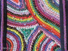 Braided Rag Rugs, Rug Hooking Patterns, Textiles, Fabric Yarn, Sewing Art, T Shirt Yarn, Fabric Manipulation, Textile Art, Needlework