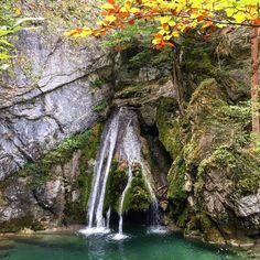 Cascada de Belabarze, naturaleza en Isaba. Valle de Roncal, #Navarra Pamplona, Mother Nature, Art Reference, Waterfall, Colorful, Rustic, Instagram Posts, Outdoor, Nature
