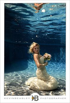 Amazing-bridals,trash-the-dress,unique-bridals,TTD,brides-in-water,couragous-brides,kevinbeasley,underwater-brides_70