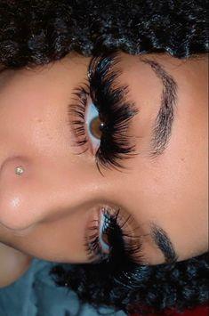Big Lashes, Eyelashes, Eyebrows, Baddie Hairstyles, Black Girls Hairstyles, Eye Makeup, Beauty Makeup, Hair Beauty, Beauty Tips