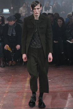Fall 2015 Menswear  Alexander McQueen   http://www.style.com/slideshows/fashion-shows/fall-2015-menswear/alexander-mcqueen/collection/18