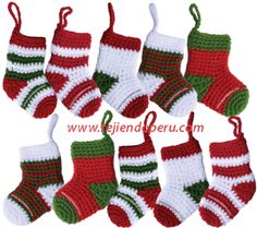 Tutorial: botitas o medias de Navidad tejidas a crochet (Christmas socks)! Crochet Christmas Decorations, Christmas Crochet Patterns, Crochet Ornaments, Holiday Crochet, Crochet Snowflakes, Christmas Knitting, Crochet Gratis, Crochet Amigurumi, Diy Crochet
