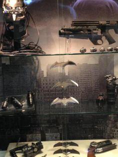 UPDATE SDCC '15: Closer Look At BATMAN V SUPERMAN Display, Bat-Gadgets And DC Collectibles