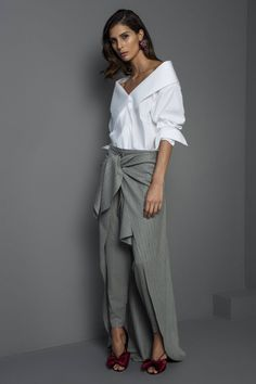 Johanna Ortiz Autumn/Winter 2017 I really want this shirt! Look Fashion, Womens Fashion, Classy Women, Dress Codes, My Outfit, Dress To Impress, Work Wear, Casual Outfits, Normcore