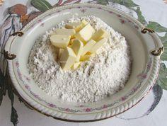 Aluat de Foietaj - Aluat Frantuzesc ⋆ Retete Pentru O Viata Coconut Flakes, Feta, Grains, Spices, Dairy, Cheese, Painting, Spice, Painting Art