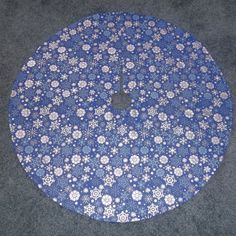 Handmade Quilted Blue Silver Snowflake Christmas Tree Skirt 35