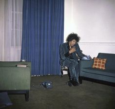 In December Jimi Hendrix sublet the famed 34 Montagu Square flat in London from Ringo Starr, but was evicted after only four months. Yoko Ono, Ringo Starr, Purple Haze, Paul Mccartney, John Lennon, Jimi Hendrix Experience, Psychedelic Music, Guitar Tips, Music Covers