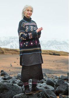 """Gudrun Sjödens Herbstkollektion 2015 - Dieser von der isländischen Landschaft inspirierte Pullover ist ideal für einen ausgiebigen Herbstspaziergang. Bestelle deinen """"Hildur"""" Pullover aus Baumwolle/Wolle: http://www.gudrunsjoeden.de/mode/produkte/pullover-shirts/pullover-hildur-aus-baumwolle/wolle"""