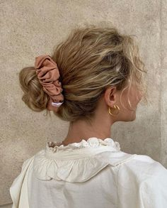 Image uploaded by Jelena Jevtić. Find images and videos about fashion, style and hair on We Heart It - the app to get lost in what you love. Pretty Hairstyles, Straight Hairstyles, Hairstyles Videos, Simple Hairstyles, Everyday Hairstyles, Formal Hairstyles, Black Women Hairstyles, Weave Hairstyles, Hair Inspo