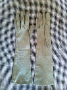 Vintage 1950s Leather Gloves Khaki Green Size 6 by bycinbyhand