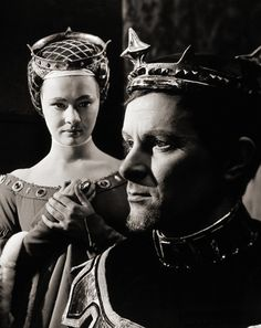 Judi Dench (b.1934) as Isabella and Alec McCowen (b.1925) as the King in William Shakespeare's Richard II