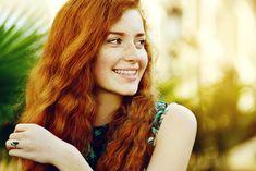 Hanna Koghut~Redhead with freckles. Red Henna Hair, Henna Hair Dyes, Dyed Hair, Natural Red Hair, Natural Henna, Curly Hair Styles, Natural Hair Styles, Redheads Freckles, Hair Porosity