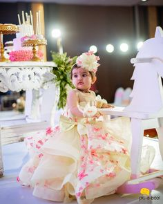ideas for diy baby girl outfit daughters Mom And Baby Dresses, Baby Girl Party Dresses, Dresses Kids Girl, Flower Girl Dresses, Kids Outfits, Baby Girl Birthday Dress, Birthday Dresses, Baby Frocks Party Wear, Trendy Baby Girl Clothes