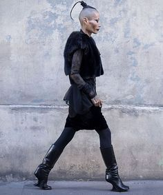 @hwahwalala @eva.al.desnudo  #rickowens #black #womenswear #drkshdw #allblack #potd #streetstyle #style #darkfashion #evaaldesnudo #avantgarde #street #pfw #koreanmodel #fashion #fw #avantgardefashion #darkstyle #blvck #parisfashionweek #outfitoftheday #streetwear #dark #darkwear #유행 #instastyle #instafashion #goth #hwahwalala