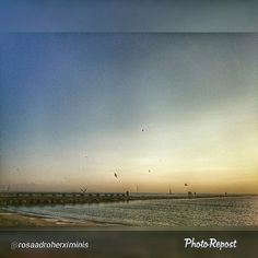 "Nou temps, nous colors sobre el mar! Gràcies a @rosaadroherximinis per compartir aquesta preciosa foto de Roses! --> ""La platja nova #aroses #visitroses #sunset #sunrise #sun #TagsForLikes #TFLers #pretty #beautiful #red #orange #pink #sky #skyporn #cloudporn #nature #clouds #horizon #photooftheday #instagood #gorgeous #warm #view #night #morning #silhouette #instasky #all_sunsets."""