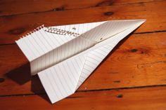 Aviones de papel.  cuántos perdidos por la ventana